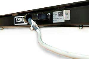 Wagi pomostowe KPZ wyposażone są w standardzie w 5m kabel pomiarowy, osłonięty od strony pomostu na wypadek uszkodzeń mechanicznych. Istnieje możliwość przedłużenia kabla pomiarowego w zależności od potrzeb aż do 100m (opcja).